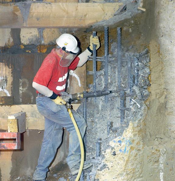 Rod「Construction Worker demolishing a reinfoced concrete rebar witha pneumatic drill.」:写真・画像(7)[壁紙.com]