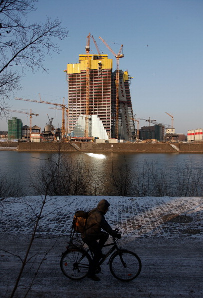 Perching「New European Central Bank HQ Construction Continues」:写真・画像(17)[壁紙.com]
