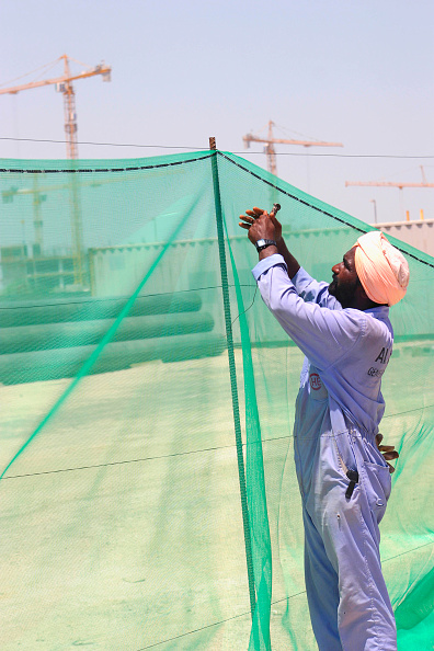 Mid Adult「Construction Workers putting up a fence」:写真・画像(6)[壁紙.com]