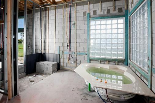 Cinder Block「Construction: New Bathroom installation hot tub」:スマホ壁紙(5)