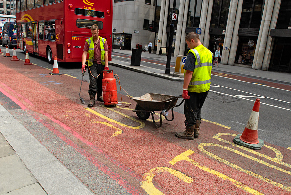 Road Marking「Construction road work at bus stop, City of London, England, UK」:写真・画像(2)[壁紙.com]