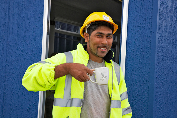 Coffee Break「Construction worker having a cup of tea on a building site, England, UK」:写真・画像(18)[壁紙.com]