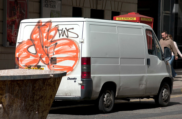 Finance and Economy「Construction van with graffiti」:写真・画像(14)[壁紙.com]