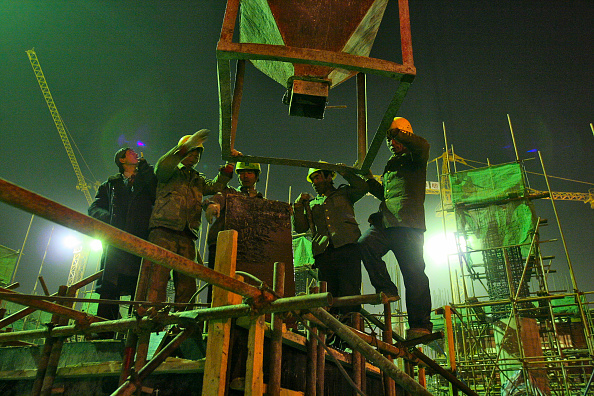Balance「Construction work underway at night on a new residential tower in central Beijing.」:写真・画像(8)[壁紙.com]