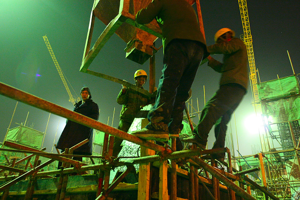 Balance「Construction work underway at night on a new residential tower in central Beijing.」:写真・画像(9)[壁紙.com]