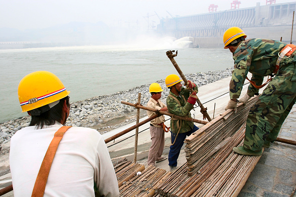 Three Gorges「Construction work underway at the Three Gorges Dam on the Yangtze river in China.」:写真・画像(16)[壁紙.com]