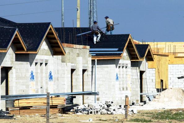 Road Signal「FILE PHOTO  U.S. Housing Construction Drops 」:写真・画像(18)[壁紙.com]