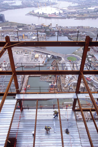 Construction of the HSBC tower, Canary Wharf, London. The tower dominates the river Thames with stricking views over the Greewich peninsula and the Millenium Dome:ニュース(壁紙.com)