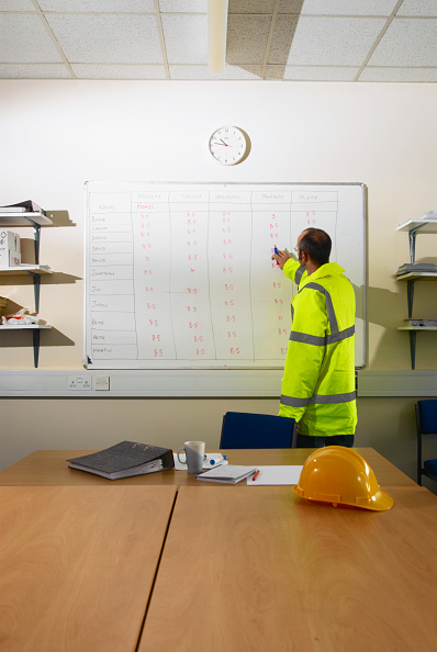 Reflective Clothing「Construction worker pointing at timesheet schedule on whiteboard」:写真・画像(16)[壁紙.com]