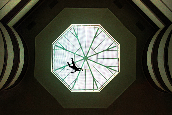 Ceiling「Construction of the Celtic Manor hotel, near Newport, Wales, UK. A scaffolder applies finishing touches to the glass cupola.」:写真・画像(15)[壁紙.com]
