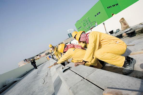 Mid Adult Men「Construction at the Festival City at Al Garhoud, Dubai, United Arab Emirates, December 2006.」:写真・画像(15)[壁紙.com]