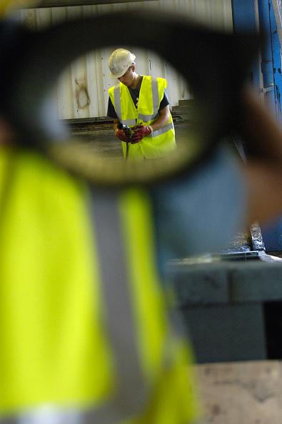 Two People「Construction worker holding Felt asphalt material on his shoulder」:写真・画像(2)[壁紙.com]