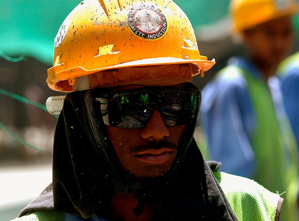 Focus On Foreground「Construction Worker, New Air Terminal, Dubai, United Arab Emirates.」:写真・画像(6)[壁紙.com]