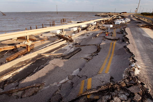 Hurricane Ike「Coastal Texas Faces Heavy Damage After Hurricane Ike」:写真・画像(10)[壁紙.com]