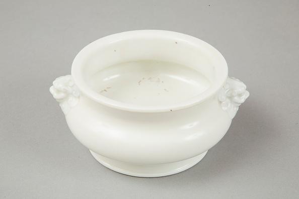 Pottery「Blanc de chine censer with lion head handles, 18th century」:写真・画像(18)[壁紙.com]