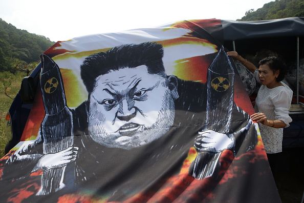 Handout「North Korean Defectors Release Propaganda Balloons Denouncing Nuclear Test Near DMZ」:写真・画像(8)[壁紙.com]