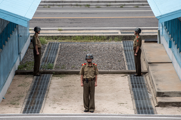Guarding「Life In North Korea」:写真・画像(2)[壁紙.com]