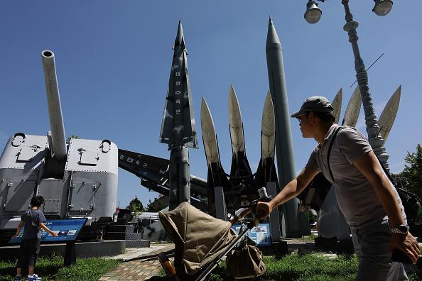 Seoul「North Korea Fires Three Ballistic Missiles Into East Sea」:写真・画像(13)[壁紙.com]