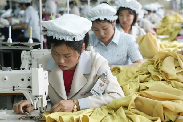Textile「North Korean Workers Join Assembly Line At South Korean Industrial Complex」:写真・画像(14)[壁紙.com]