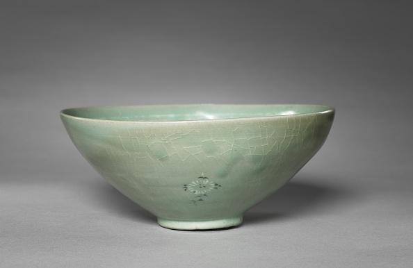 Chrysanthemum「Bowl With Inlaid Chrysanthemum And Peony Design」:写真・画像(0)[壁紙.com]