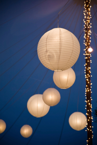 Entertainment Tent「Chinese lanterns at night in the tent」:スマホ壁紙(16)