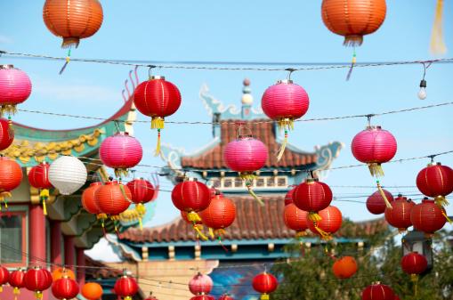 Chinese Lantern「Chinese lanterns strung across street」:スマホ壁紙(3)