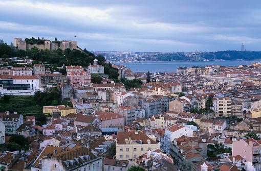 2002「Portugal, Lisbon, Castelo Sao Jorge above downtown and Tagus River」:スマホ壁紙(16)