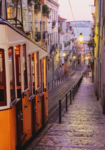 Steep「Portugal, Lisbon, Barrio Alto, Elevador da Bica, dusk」:スマホ壁紙(17)