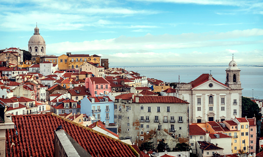 Rooftop「Portugal, Lisbon, view of Alfama neighborhood」:スマホ壁紙(6)
