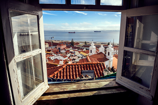 Ship「Portugal, Lisbon, view of Alfama neighborhood and River Tejo through open window」:スマホ壁紙(17)