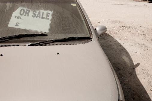 Used Car Selling「Portugal, Lisbon, Dusty car with old sales sign」:スマホ壁紙(17)