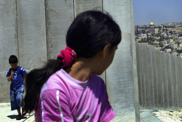 Abu Dis「Israel Builds West Bank Barrier Ahead Of Hague Court Ruling」:写真・画像(5)[壁紙.com]