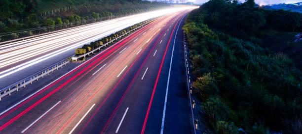 Highway fast traffic at night,  long time exposure:スマホ壁紙(壁紙.com)