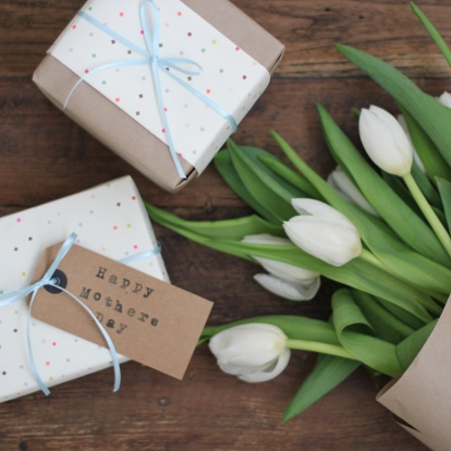 Mother's Day「Mother's Day gifts and flowers」:スマホ壁紙(7)