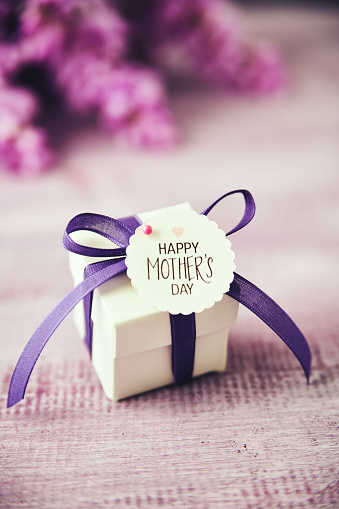 Mother's Day「Mother's Day gift box with purple ribbon and wisteria bouquet」:スマホ壁紙(17)