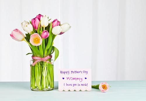 母の日「母の日カードと花の子供-水平」:スマホ壁紙(2)