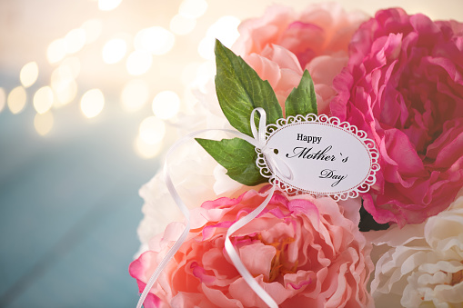 Mother's Day「Mother`s Day Greeting Card on a Flower Arrangement」:スマホ壁紙(2)