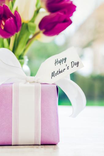 母の日「母の日の贈り物」:スマホ壁紙(0)