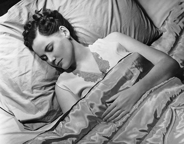 夜景「Sleeping woman in bed」:写真・画像(15)[壁紙.com]
