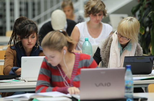 Laptop「Universities Anticipate High Numbers Of Students」:写真・画像(17)[壁紙.com]