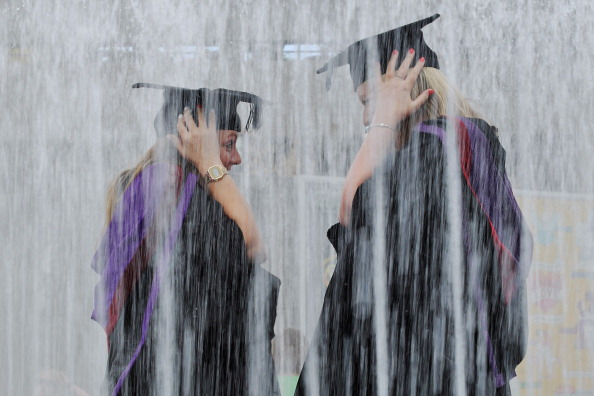 Offbeat「Graduates Celebrate On The Southbank」:写真・画像(0)[壁紙.com]