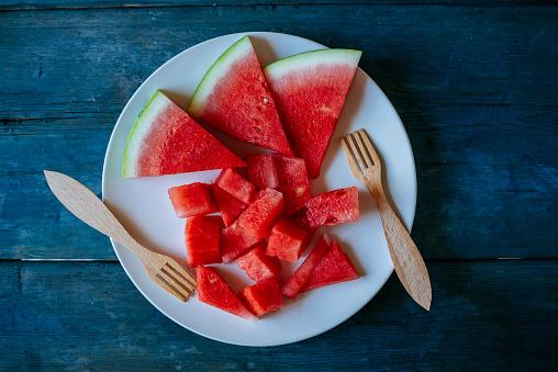 スイカ「Plate of watermelon, cut on blue wood」:スマホ壁紙(8)