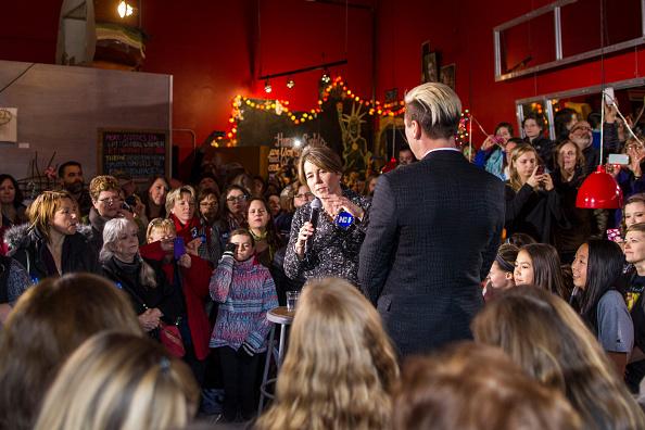 Women's Soccer「Lena Dunham And Abby Wambach Attend Women For Hillary Events」:写真・画像(11)[壁紙.com]