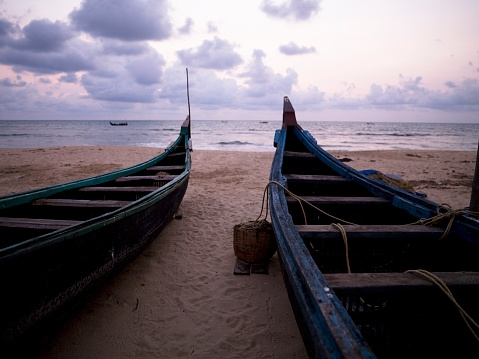 アラビア海「Boats on Shore, Arabian Sea, Kerala, India」:スマホ壁紙(17)