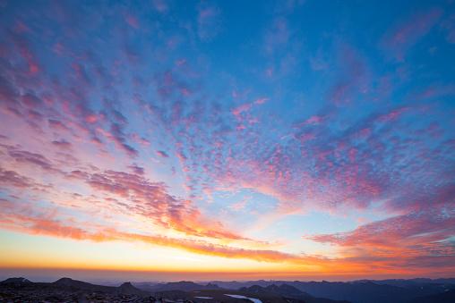 Pacific Northwest「The morning sky over Mount Ranier National Park.」:スマホ壁紙(15)