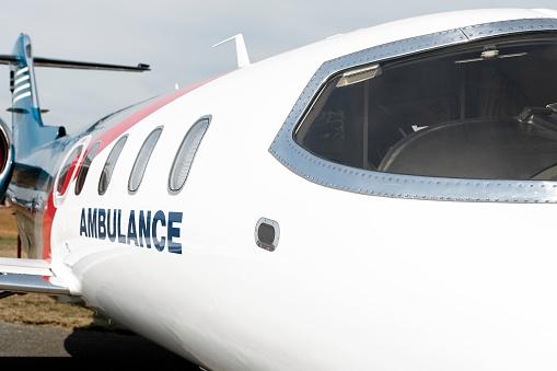 Fuselage「XXL medevac air ambulance jet airplane close-up」:スマホ壁紙(17)