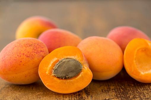 杏「ripe apricots」:スマホ壁紙(16)
