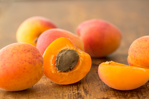 杏「ripe apricots」:スマホ壁紙(17)