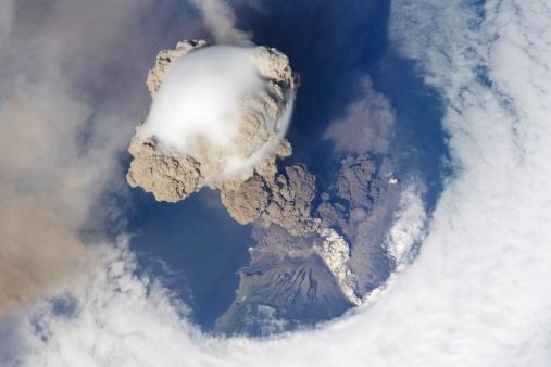 Natural Disaster「Eruption of Sarychev volcano.」:スマホ壁紙(8)
