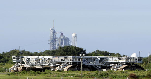 コスモス「NASA Counts Down To Launch Of Space Shuttle Atlantis」:写真・画像(13)[壁紙.com]